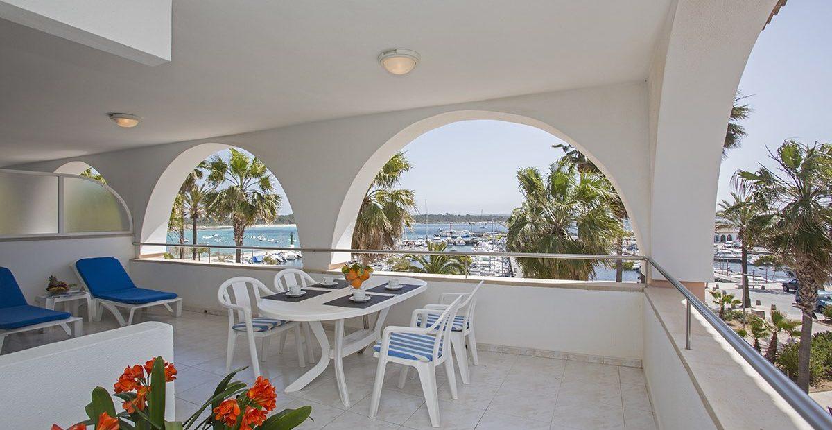 Edificio-Puerto-Apartamentos-E-Colonia-Sant-Jordi-Terraza-1200x620