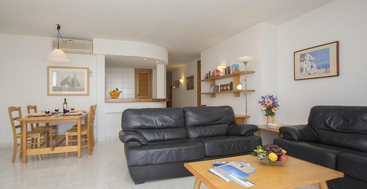 Edificio-Puerto-Apartements-E-Colonia-Sant-Jordi-Salon-1-1200x620