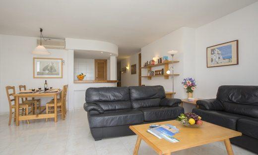 Edificio-Puerto-Apartements-E-Colonia-Sant-Jordi-Salon-1-520x313