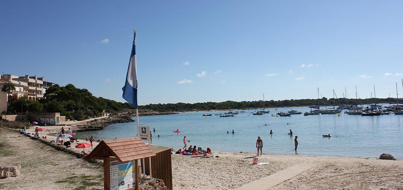 Strand am Hafen Colonia Sant Jordi